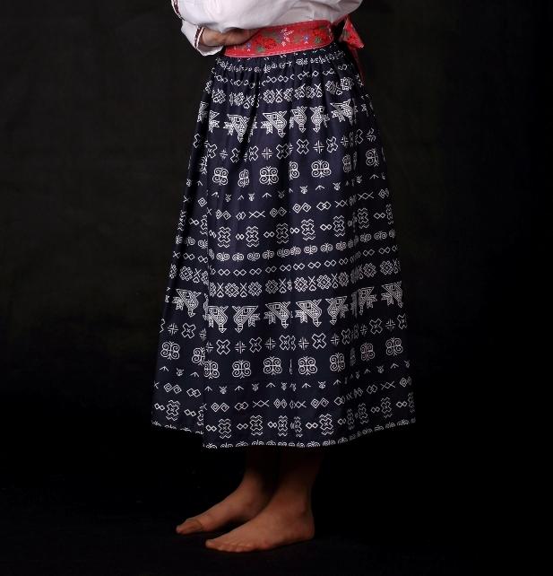 f07a3adbc58d Dámska folklórna sukňa